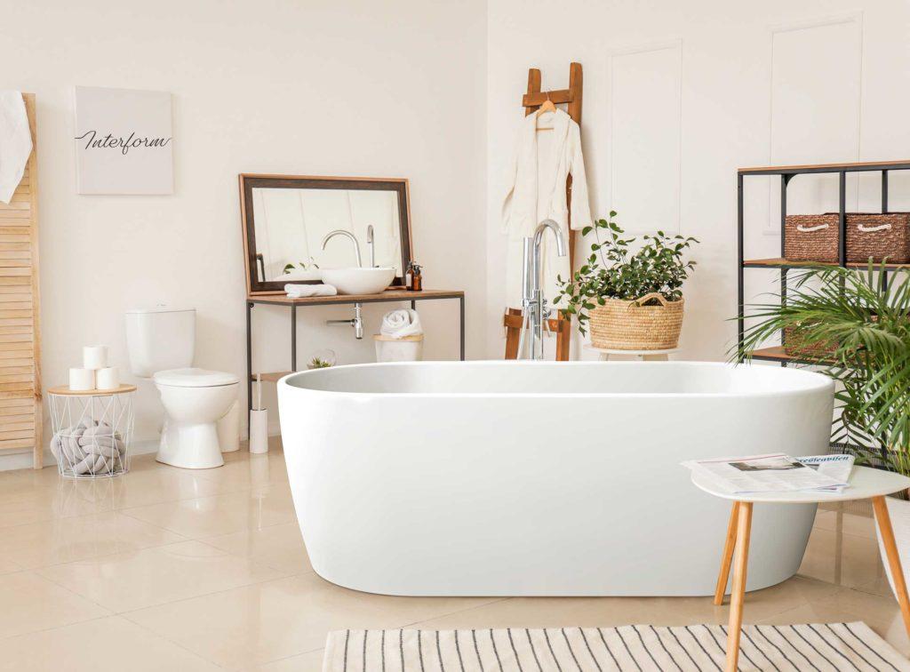 Embla frittstående badekar i helstøpt akryl i lyse omgivelser.