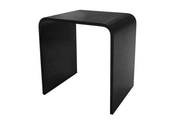 Stilren Interform krakk i svart matt kompositt. Høyde 43,5 cm, Bredde 40 cm og Dybde 30 cm.