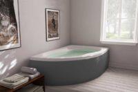Loke badekar i høyre utførelse fra Interform. tregulv og lyse vegger.