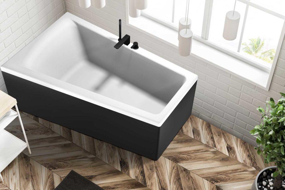 Nemo 160 badekar i venstre utførelse fra Interform. tregulv og hvite fliser på vegg. Vega svart armatur.