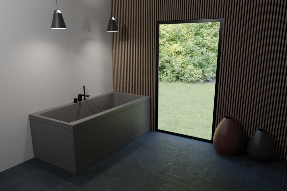 Nemo 170 badekar i grå matt akryl. Spile vegg og utsikt mot frodig hage. Nydelig store vaser/krukker på mørk flislagt gulv. Svart matt taklys