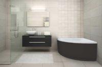 Njord badekar fra Interform med panelfarge. Store beige flis på både vegg og tak. Dusjhjørne med armatur i krom.