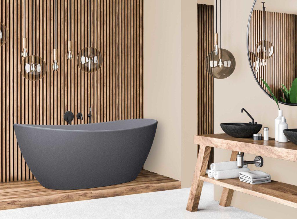 """Viena badekar i """"betong look"""" med svart matt veggarmatur. Spilevegg og malt vegg i lys sandfarge"""